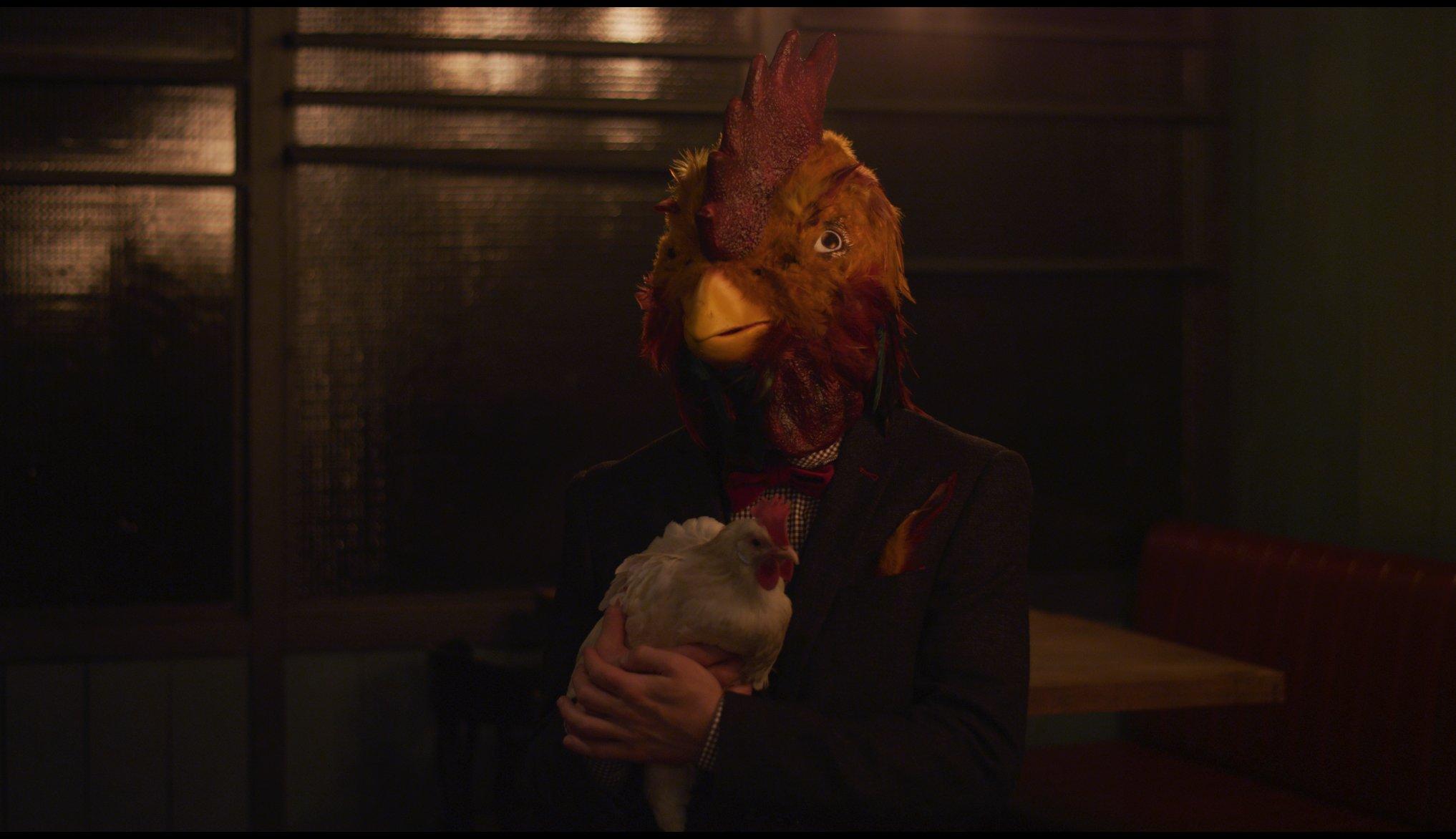 Дважды Лучше Scotch Egg Club клуб любителей скотча дюарс петух человек с курицей и петушиной головой коктейль в баре