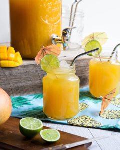 Dutch Summer Punch порций много коктейль пунш ананас