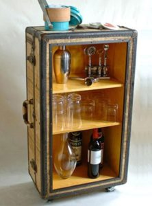 домашний переносной красивый бар из старого чемодана