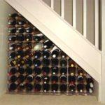 домашний винный бар пример под лестницей организованной пространство треугольник алкоголя