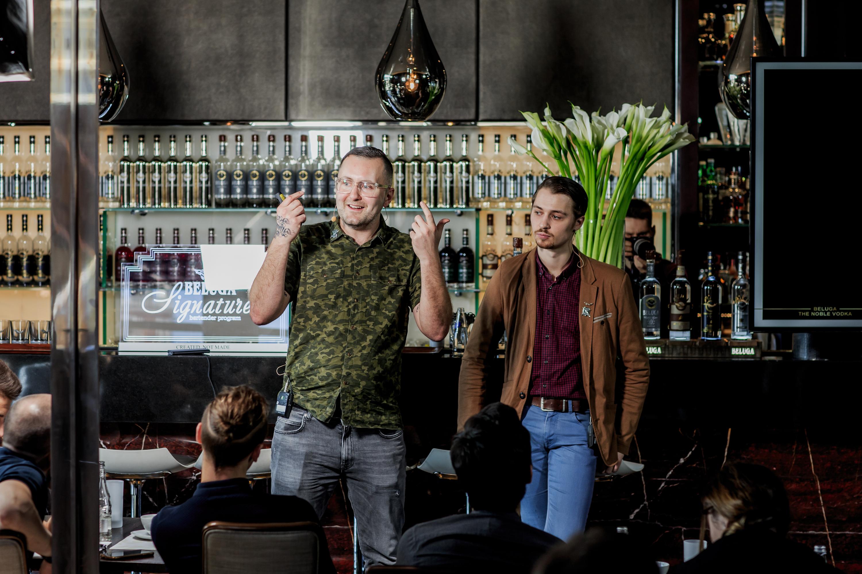Филип Даф бармен бартендер BelugaSignature барные тренды спикер у доски водка