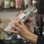 процесс шейкования шейк шейкер коктейль приготовление напитка в шейкере гайд по выбору шейкера для бармена