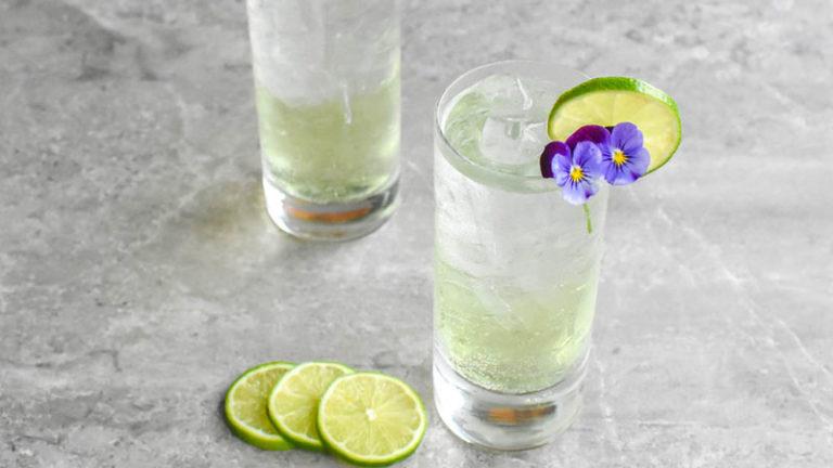 Зеленый коктейль с шартрез