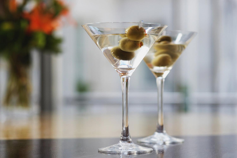 Martini с оливками на шпажке