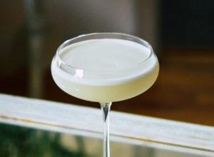 коктейль текила Безе сауэр Lemon Meringue Sour купэ купе коктейльный бокал красивая коктейльная рюмка рецепт коктейля