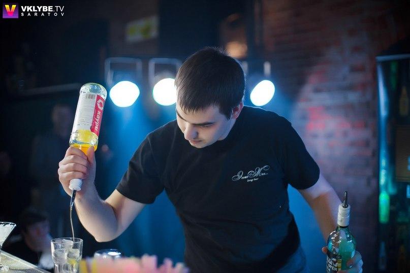 Алексей Лаптев, бармен, колумнист okolobara.ru и группы Настоящие Бармены, г. Саратов.