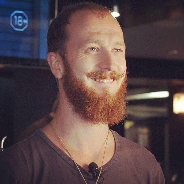 Василий Захаров, бывший бармен, алкогоблогер, PR-менеджер, главред Okolobara.ru и группы Настоящие бармены, ведущий Edim.tv