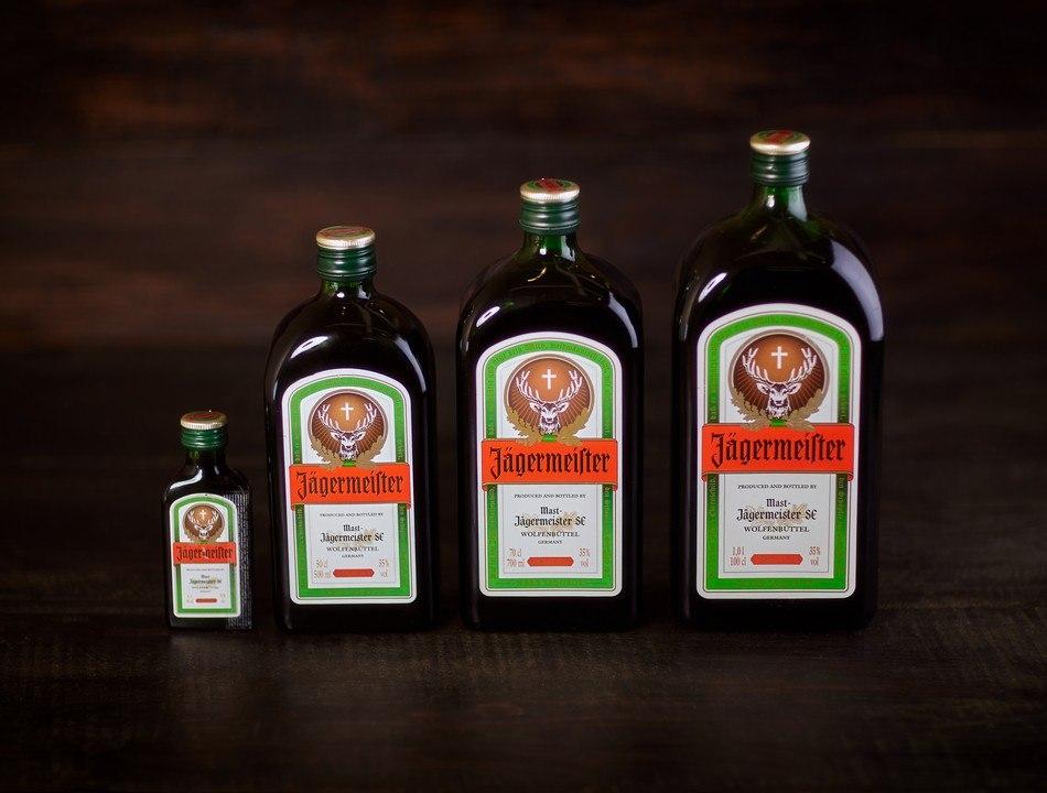 Егермейстер бутылки ликёра разных размеров биттер эргономика удобство для бармена