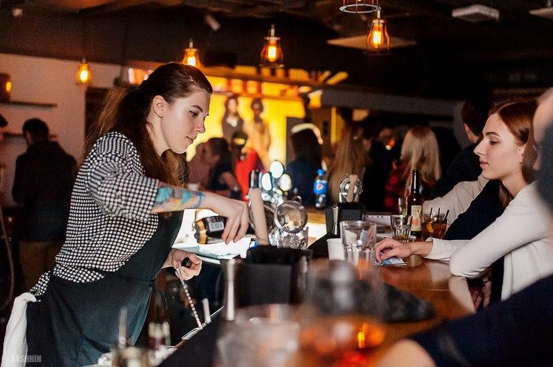 Екатерина Лещинская, Минск, бармен D.I.Y. бар