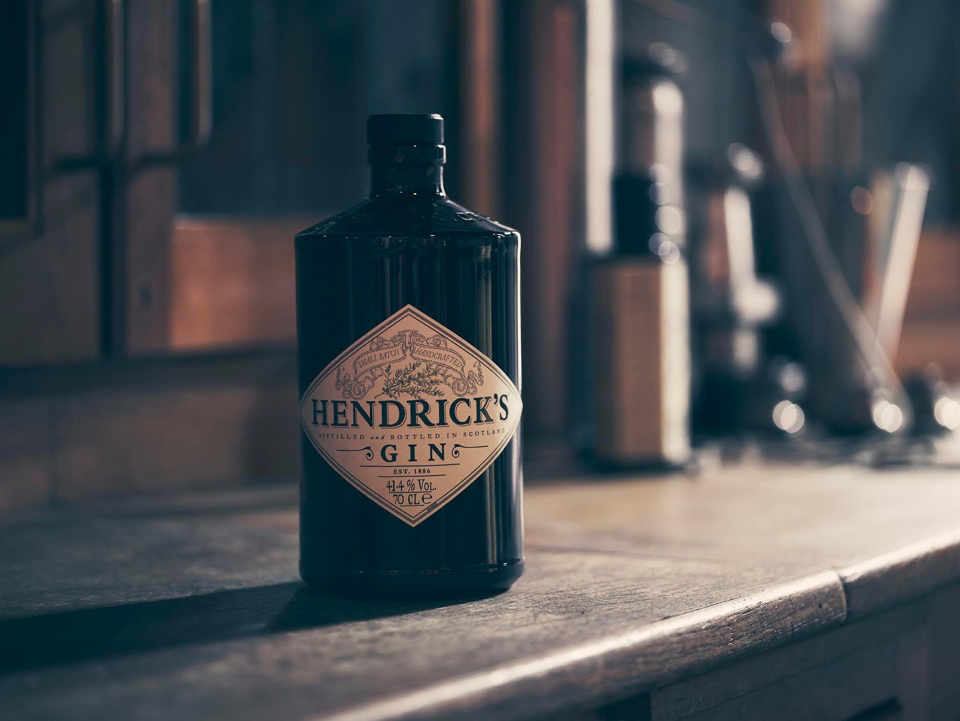 Хендрикс джин. эргономика бутылки удобство дизайн