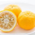 Юдзу гид по цитрусовым гайд фрукты на тарелке