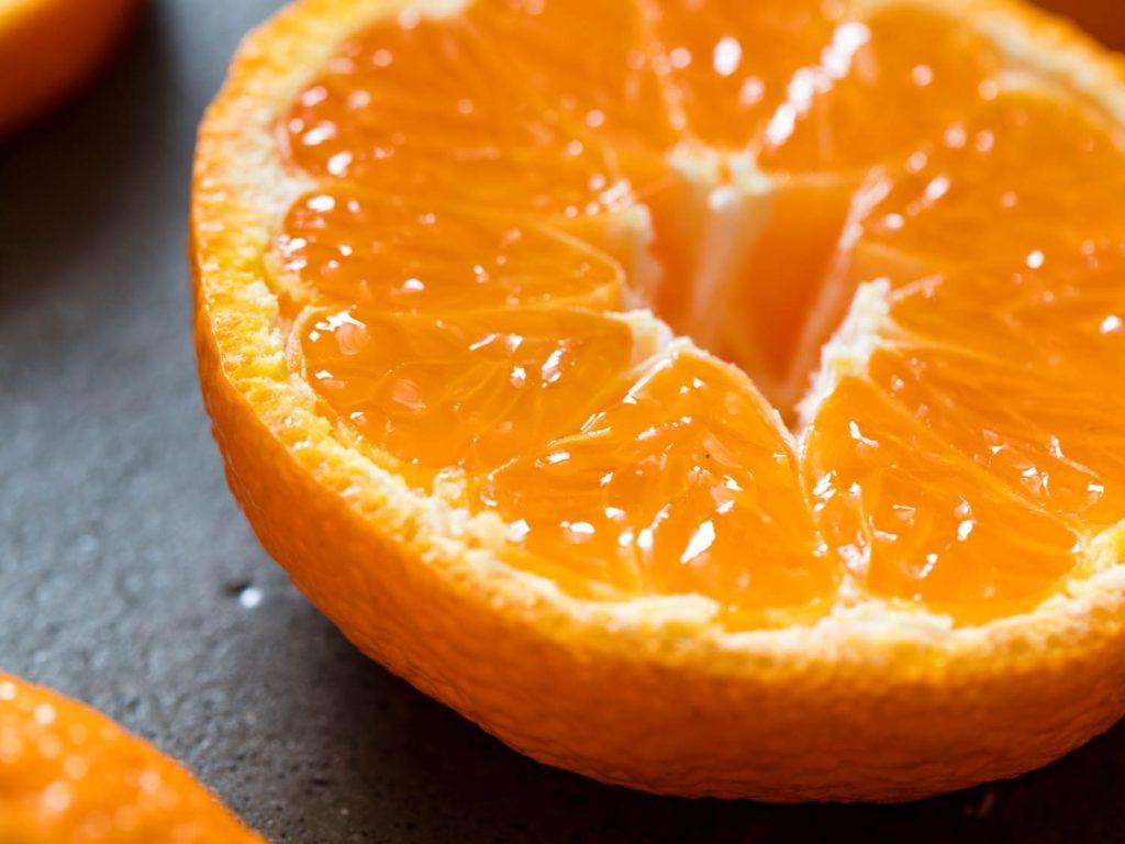 семейство апельсинов гид по цитрусовым фрукт разрезанный пополам