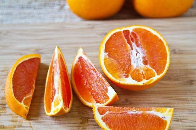 корольковый кровавый апельсин гид по цитрусовым фрукты разрезаны на дольки слайс апельсина красный кровавый