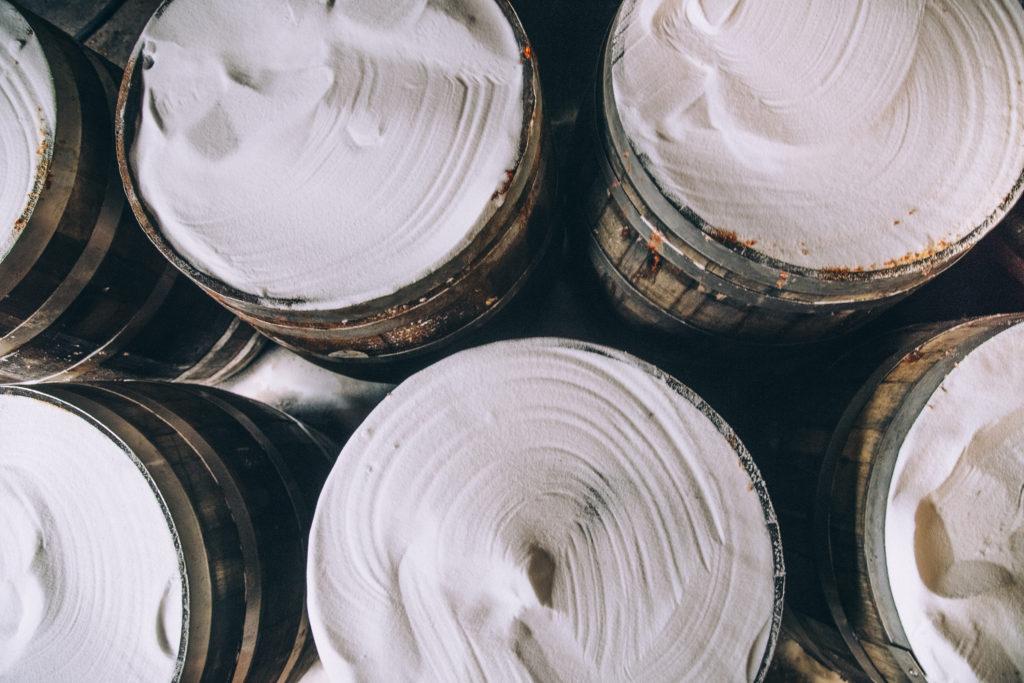 соль для производства соусов тобаско на деревянных бочках для выдержки белый коричневый