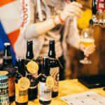 бутылки с пивом налив кран драфт стойка бар на фестивале крафтового пива в питере