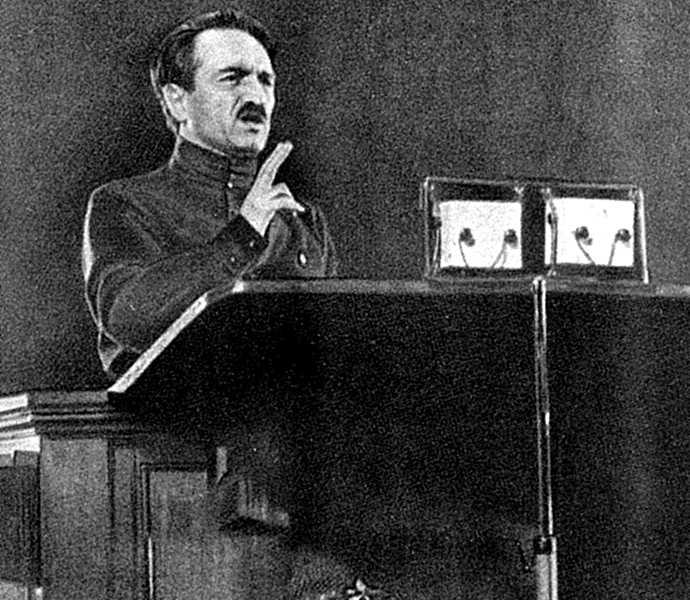 Выступление члена ЦК КПСС Анастаса Микояна