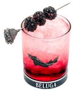 красивый коктейль биттер Белуга водка ягоды Beluga Berry Fizz