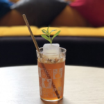 коктейль на основе кофе и игристого вина Cava, испанского бренди, лимонного сока и лимонной вербены José in the Afternoon