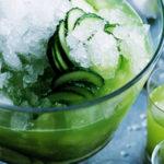 Lemongrass and cucumber caprioska коктейль летний сок лайм лемонграсс белый ром газированная вода слайсы огурца, колечки лайм колотый лед