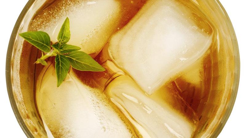 The kentucky tea cocktail recipe летний алкогольный чай коктейль для лета бурбон лимонный сок мятный и эвкалиптовый сироп на основе чая мята для украшения