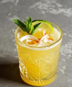 лимонно базиликовая маргарита твист на коктейль история о lemon basil margarita необычная подача красивый напиток