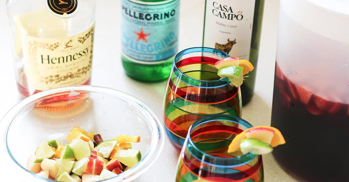 Бокал с сангрией на основе вина и коньяка VS